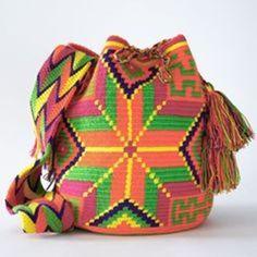Wayuu Boho Bags with Crochet Patterns Mochila Crochet, Crochet Tote, Boho Bags, Tapestry Crochet, Bucket Bag, Purses And Bags, Crochet Patterns, Tote Bag, Crafts