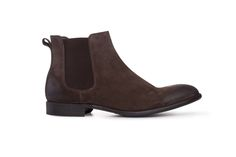 Tmavě hnědé chelsea boots jsou vyrobeny z jemného hovězinového veluru. Chelsea Boots, Ankle, Men, Shoes, Fashion, Moda, Zapatos, Wall Plug, Shoes Outlet