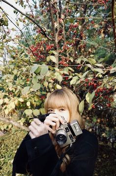 Blackpink Lisa with Contax camera Kim Jennie, Lisa Blackpink Wallpaper, Black Wallpaper, South Korean Girls, Korean Girl Groups, Kim Jisoo, Blackpink Photos, Blackpink Fashion, Park Chaeyoung