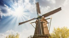 20 Beautiful Sunshine Photos from Worldwide– Pics) Sunshine Photos, Old Windmills, Photos Of The Week, Great View, Far Away, Netherlands, Cool Pictures, Nature Photography, Sunrise