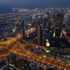 Entdeckt die Stadt bei einer Nachttour 😍 #dubai #vereintearabischeemirate #beinacht #citylights #unternehmungslust…