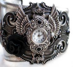 Steampunk Gothic Cuff Watch - Silver and black rose Viktorianischer Steampunk, Costume Steampunk, Steampunk Fashion, Gothic Fashion, Steampunk Necklace, Steampunk Clothing, Emo Fashion, Fashion Clothes, Fashion Women
