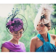 Fascinators on the bridesmaids. Too bad if they don't like it. Race Day Fashion, Races Fashion, Millinery Hats, Fascinator Hats, Fascinators, Headpieces, Race Wear, Wedding Guest Style, Ascot Hats