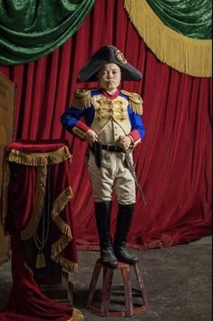 Sam Humphrey as Charles Stratton, a dwarf performer who is also known by his stage name, General Tom Thumb in The Greatest Showman The Greatest Showman, Talent Show, Shrek, Narnia, Charles Stratton, General Tom Thumb, Vintage Circus Costume, Showman Movie, Pt Barnum