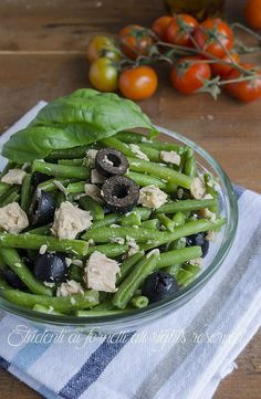 insalata di tonno con fagiolini e olive ricetta insalata estiva sfiziosa ๏~✿✿✿~☼๏♥๏花✨✿写❁~⊱✿ღ~❥ TH Jul ~♥⛩☮️ Pub Food, Food Menu, Summer Salad Recipes, Summer Salads, Healthy Snacks, Healthy Eating, Healthy Recipes, Antipasto, Light Recipes