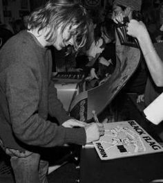 Kurt  writes with his right hand. It was ambidextrous.