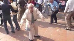 El vídeo del momento: el abuelete marchoso