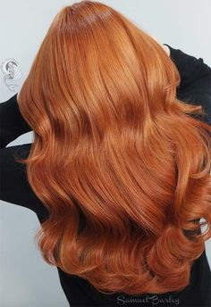 Copper Hair Color Shades: Copper Hair Dye Tips color cuivre 57 Flaming Copper Hair Color Ideas for Every Skin Tone Hair Color Shades, Red Hair Color, Cool Hair Color, Copper Gold Hair Color, Hair Color Highlights, Color Red, Pelo Color Cobre, Ginger Hair Color, Ginger Hair Dyed