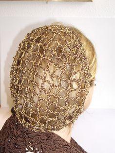 Bella mano uncinetto snood capelli. Ottimo per il look vintage. Marrone in cotone con oro lurex Su ordinazione così si prega di consentire 3-4 giorni. Potrebbe essere fatto prima, se necessario, Inserisci un messaggio me in primo luogo per i dettagli. Grazie per la ricerca,