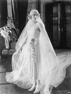 Vilma Banky rocks a flapper-style wedding gown in the film The Dark Angel - Vintage Bride Vintage Wedding Photos, 1920s Wedding, Vintage Bridal, Wedding Bride, Vintage Weddings, Flapper Wedding, Wedding Shot, Country Weddings, Lace Weddings