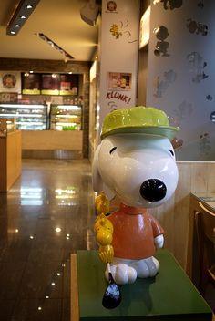 Charlie Brown Cafe (Seoul, South Korea) Charlie Brown Cafe, Asia, Coffee And Donuts, Hongdae, Snoopy, Seoul Korea, Peanuts Gang, The Incredibles, Korea Cafe