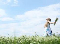 Neexistuje nič, čo nemôžete robiť, a keď pristupujete v živote k veciam v správnom poradí, budete robiť všetko, čo chcete. Prežívajte svoj sen najprv vnútri - celý a do najmenších podrobností -, potom sa zjaví vo vašom živote. Keď sa dokonale naladíte na svoje vnútro, zmagnetizujete všetko, čo potrebujete na to, aby sa váš sen stal realitou. Toto je zákon. Všetko tvorenie vo vašom života sa začína vo vašom vnútri.