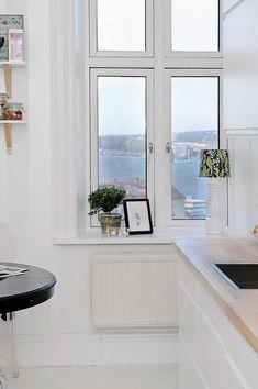 Inviting Gothenburg Apartment Featuring Harbor Views - https://freshome.com/2012/01/11/inviting-gothenburg-apartment-featuring-harbor-views/