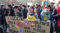 Estudiantes chilenos de enseñanza media durante una manifestacion. Lycéen durant une manifestation