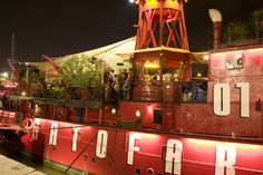 This lightship of the Parisian night sways every evening till the early hours to the beats of underground hip hop, rock, electro, dancehall, house, minimal, techno,...