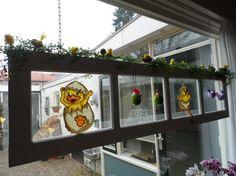 Raam voor raam met paas( easter) decoratie