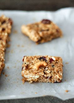 Healthy high protein snacks that are perfect for traveling! These homemade snacks have wholesome ingredients and are packed with fiber and protein. Healthy Bars, Healthy Baking, Healthy Treats, Vegan Baking, Eating Healthy, Clean Eating, Granola Sin Gluten, Peanut Butter Banana, Almond Butter
