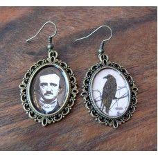 Poe ja korppi, korvakorut, antiikkipronssi, 16 €