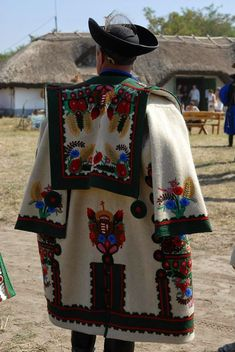 - Hungarian folk art and tradition - Hungary Hungarian Embroidery, Folk Embroidery, Folk Costume, Costumes, Hungary Travel, Folk Dance, We Are The World, Budapest Hungary, Vizsla