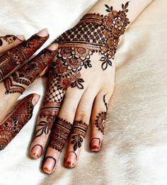 We are here with the most exciting Pakistani mehndi designs that can decorate your bridal look more than anything. Check these pretty mehndi designs out! Henna Hand Designs, Eid Mehndi Designs, Pakistani Mehndi Designs, Latest Henna Designs, Mehndi Design Photos, Mehndi Patterns, Wedding Mehndi Designs, Beautiful Henna Designs, Simple Mehndi Designs