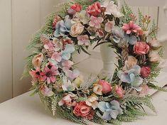 Clarah / Celoročný veniec na dvere Vence, Floral Wreath, Wreaths, Home Decor, Flower Crowns, Door Wreaths, Room Decor, Home Interior Design, Floral Arrangements