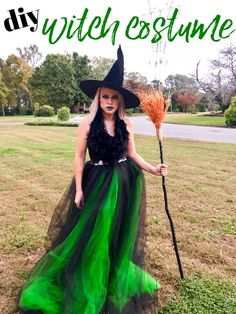 DIY Witch Costume - homemade witch costume made from thrift store finds and and easy DIY tulle skirt. Different Halloween Costumes, Pumpkin Halloween Costume, Witch Costumes, Diy Halloween Costumes For Women, Diy Costumes, Halloween Diy, Costume Ideas, Halloween Makeup, Halloween Stuff