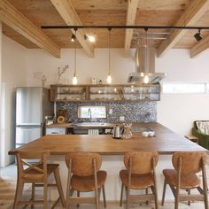 Barn Kitchen, New Kitchen, Kitchen Dining, Kitchen Furniture, Kitchen Interior, Muji Home, Japanese Home Design, Japanese Kitchen, Beautiful Kitchens