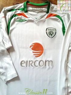 Relive Republic of Ireland's 2007/2008 international season with this original Umbro away long sleeve football shirt.