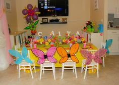 Butterflies table decor and flower balloons!  www.partyfiestadecor.com