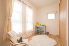 子供部屋 Sweet Home, Curtains, Home Decor, Blinds, House Beautiful, Interior Design, Draping, Home Interior Design, Window Scarf