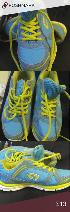 EUC WOMENS CROSS TREKKER SNEAKERS 5W Super cute needs just to be thrown in washer they have just been sitting in basement collecting dust. SOLES are fine these shoes are in perfect shape Shoes Sneakers