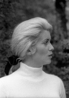 Catherine Deneuve, Jacques Demy, Photos Encadrées, Blind Girl, 1960s Hair, Good Old Times, Tumblr, Classic Outfits, Vintage Hairstyles