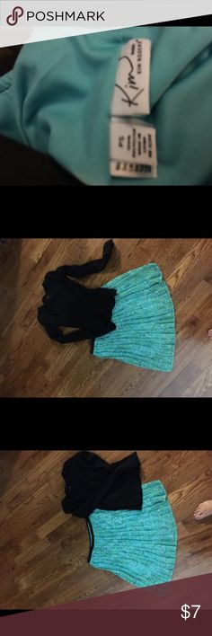 Kim Rogers skirt   Very cute. Hits above knee Ps skirts.  Green and black.  Luv the colors it's just not my size Kim Rogers Skirts A-Line or Full