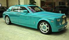 Whoa!!! Turquoise Rolls Royce! Only in Dubai!