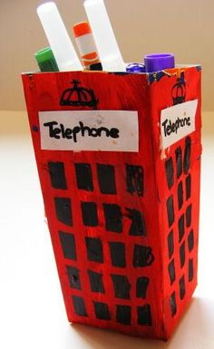 English Telephone Box Craft. Brique de jus de fruit en carton carré