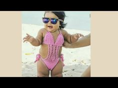 Body menina com babado na cava – DIY- marlene mukai – molde infantil Motif Bikini Crochet, Crochet Monokini, Crochet Blouse, Baby Girl Crochet, Crochet Woman, Crochet Small Flower, Baby Romper Pattern, Baby Girl Swimsuit, Crochet Doll Clothes