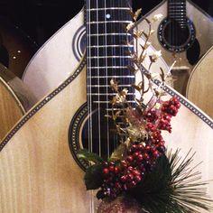 Boa tarde! Este Natal ofereça uma guitarra portuguesa! Venha ao Salão Musical de Liboa www.salaomusical.com