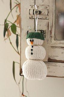 2015 Window hanger of Christmas crochet snowman with green hat - window decorations, snowman craft Snowman Crafts, Snowman Ornaments, Christmas Ornaments, Xmas, Christmas Tree, Christmas Knitting Patterns, Knitting Patterns Free, Free Pattern, Free Knitting