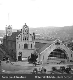 The train station in Oslo, Rail Gaarden (The old Eastern Railway Station) was completed in Architects: Schirmer and von Hanno. Dated 1871 Kingdom Of Sweden, Norway Oslo, Building Front, Tromso, Trondheim, Bergen, Time Travel, Old Photos, Belgium
