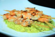 Terapia do Tacho: Espetadas de camarão com molho de abacate (Shrimp skewers with avocado sauce)