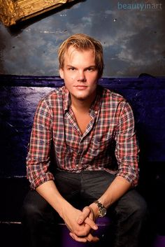 "Avicii))""Hey guys I'm Sonny I am Kitty Pride and Ice Mans son...yes I can turn into ice I can also run through walls I'm 18 and single um I don't understand my powers quite yet come say hi"""