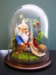 WOODLAND-GNOME-WITH-SNAIL-HANDMADE-WOOL-NEEDLE-FELTED-TOY-IN-GLASS-DOME