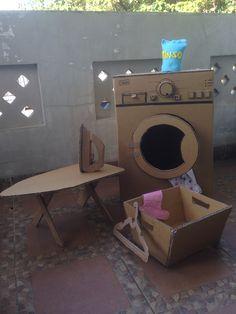 cardboard washing machine, for loundry time Jouets DIY Cardboard Kitchen, Diy Cardboard Furniture, Cardboard Box Crafts, Cardboard Toys, Barbie Furniture, Dollhouse Furniture, Cardboard Playhouse, Cardboard Box Ideas For Kids, Cardboard Houses