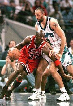 Usc Basketball, Basketball Shorts Girls, Michael Jordan Basketball, Basketball Pictures, Basketball Legends, Basketball Uniforms, Basketball Skills, Basketball Shooting, Volleyball