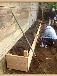 Backyard Fences, Garden Fencing, Backyard Landscaping, Landscaping Ideas, Wood Garden Edging, Backyard Ideas, Raised Flower Beds, Raised Garden Beds, Flower Bed Borders
