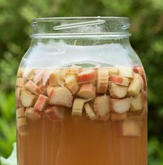 Raparperisima on kesäinen alkumalja. My Favorite Food, Favorite Recipes, Rhubarb Recipes, Fun Drinks, Cucumber, Smoothies, Mason Jars, Juice, Bakery
