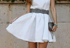 Look con vestido blanco. A trendy life. #whitedress #lwd #glam #chic #details #asos #hazel #anthropologie #mango #anamarques #outfit #fashionblogger #atrendylife www.atrendylifestyle.com