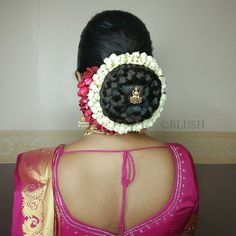 Big Bun, Saree Blouse Designs, Bun Hairstyles, Crochet Necklace, Hair Styles, Fashion, Crochet Collar, Moda, Hair Knot