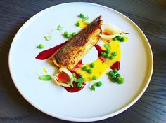Curried sweet corn purée/spicy tail/peas/beet/puffed onion
