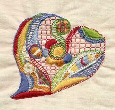 Voici mon interprétation du Coeur dessiné par Penn-Sardin en gal sur le forum Chez nous les toquées. Je dois pratiquer mes festons car mes lisières ne sont pas régulières. Encore beaucoup de travail pour perfectionner ces nouveaux points